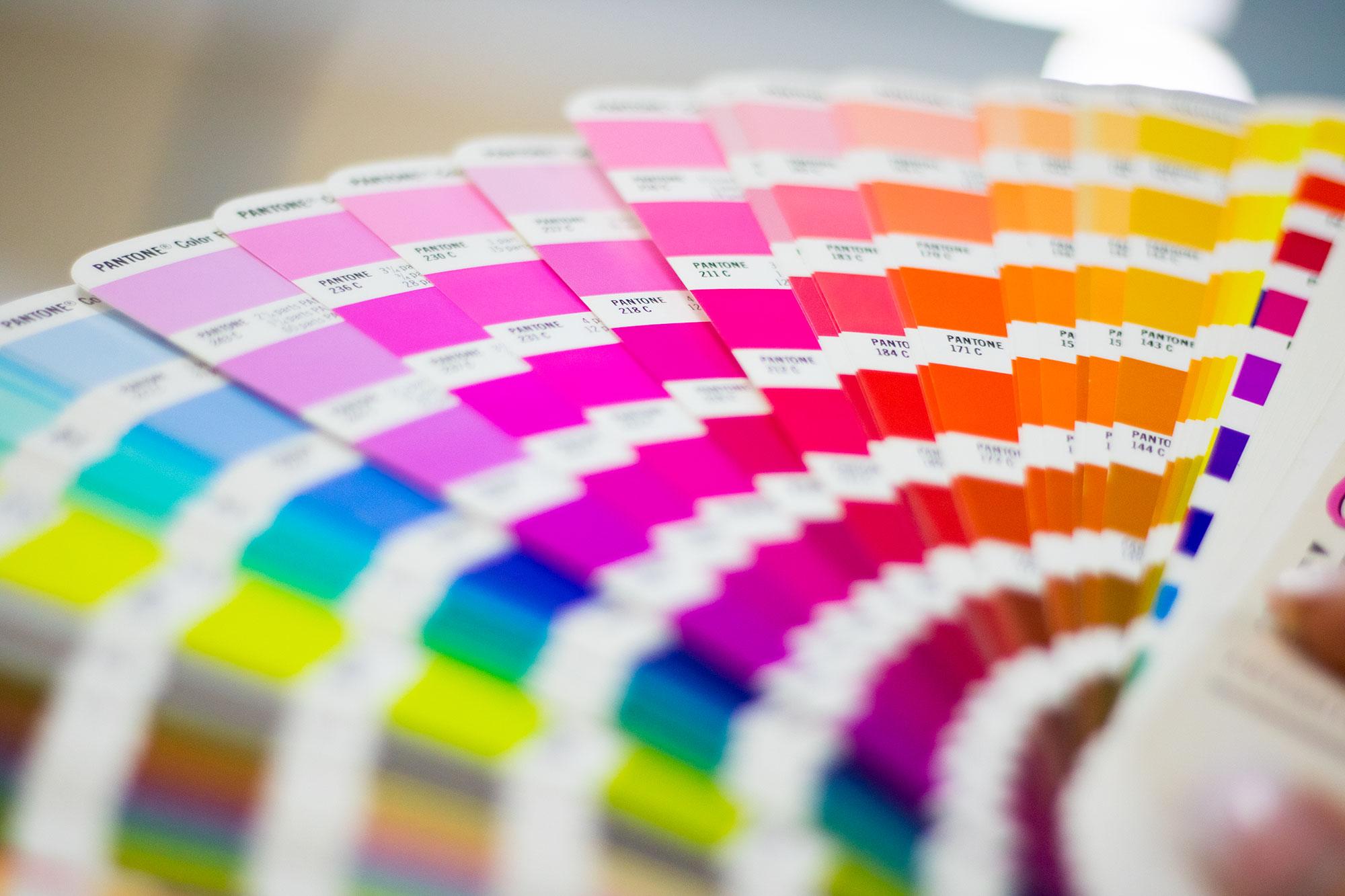 Pantone-Farbfächer: Wir leben Print!